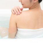 背中のニキビや乾燥はどうやって治すの?敏感肌のボディケア
